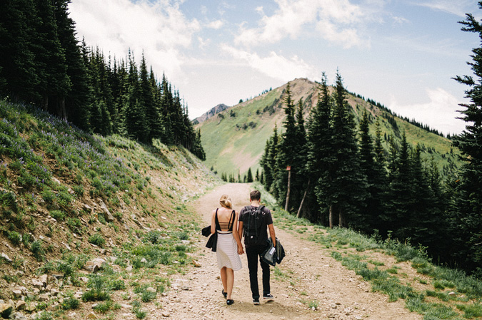 ALEX+ANJE-blog-20 MOUNT RAINIER VIEW MOUNTAINTOP PROPOSAL