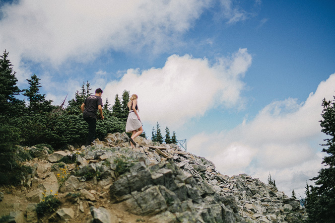 ALEX+ANJE-blog-24 MOUNT RAINIER VIEW MOUNTAINTOP PROPOSAL