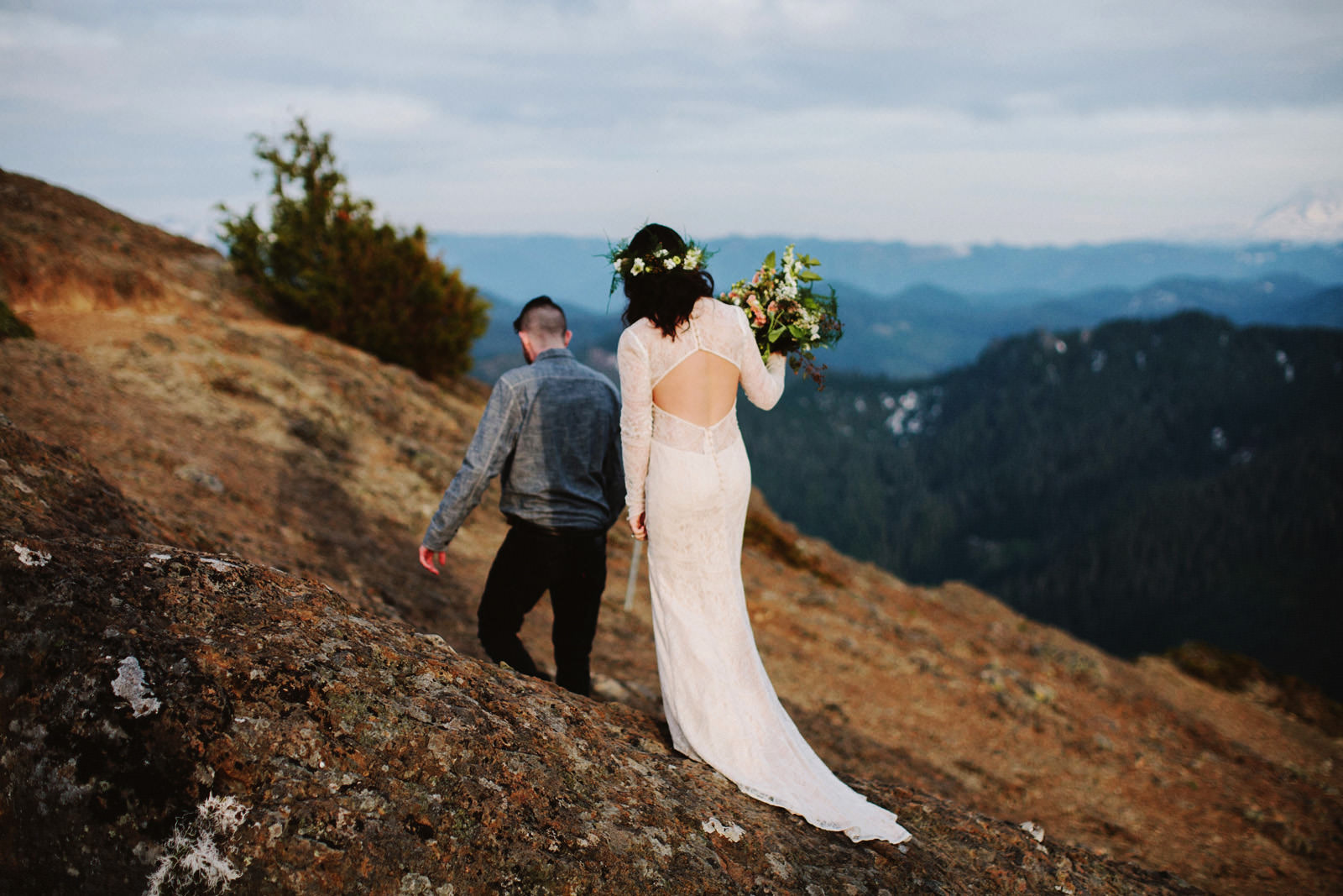 katelynnethan-blog-25 MOUNT RAINIER LOOKOUT ELOPEMENT