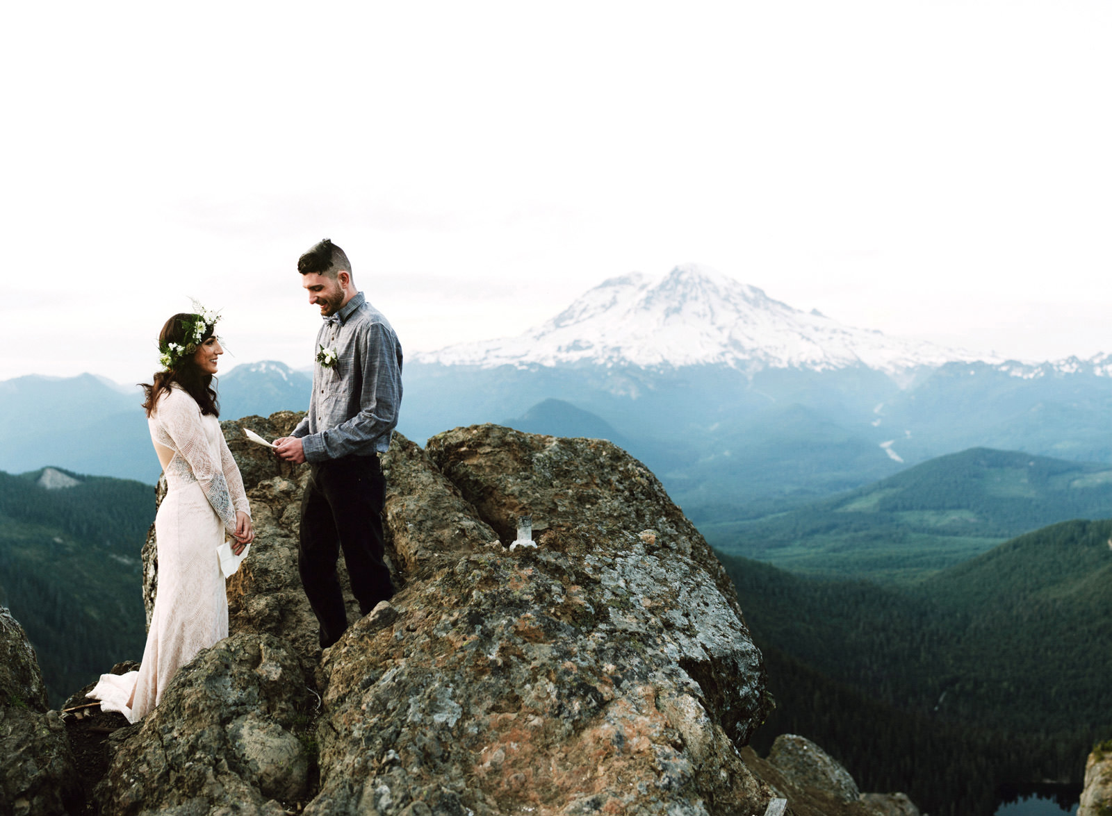 katelynnethan-blog-29 MOUNT RAINIER LOOKOUT ELOPEMENT