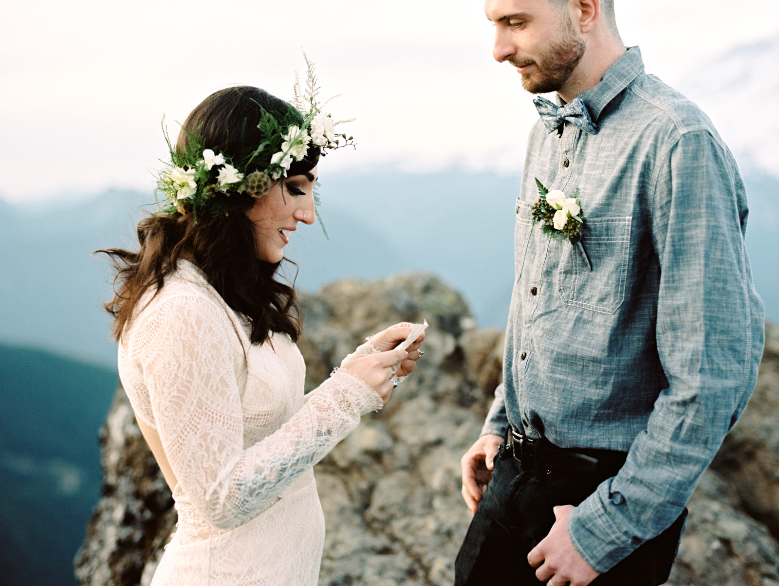 katelynnethan-blog-30 MOUNT RAINIER LOOKOUT ELOPEMENT