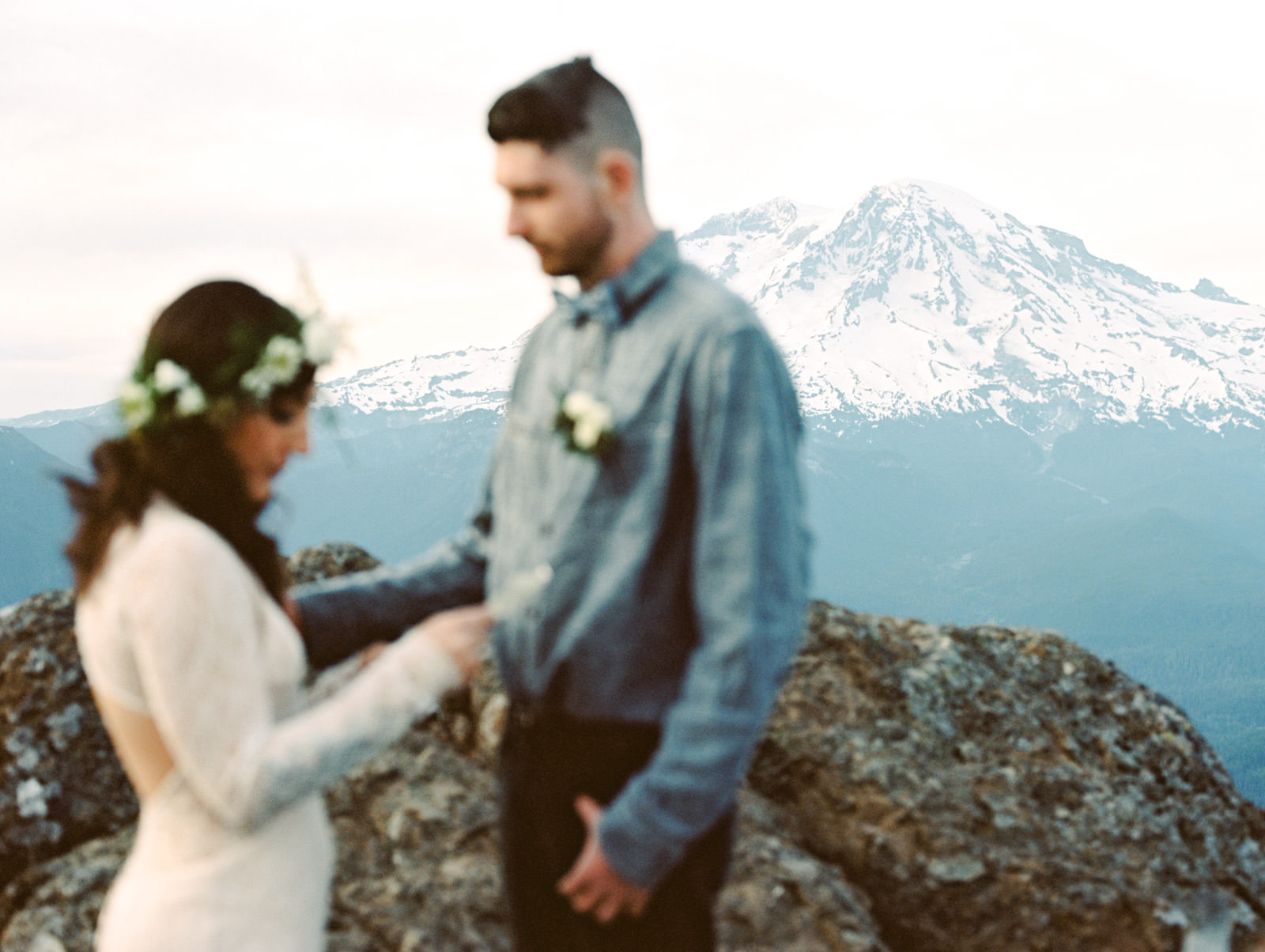 katelynnethan-blog-31 MOUNT RAINIER LOOKOUT ELOPEMENT