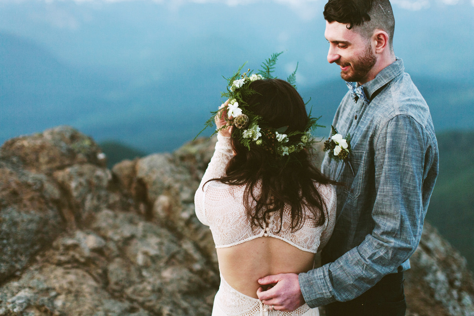 katelynnethan-blog-34 MOUNT RAINIER LOOKOUT ELOPEMENT
