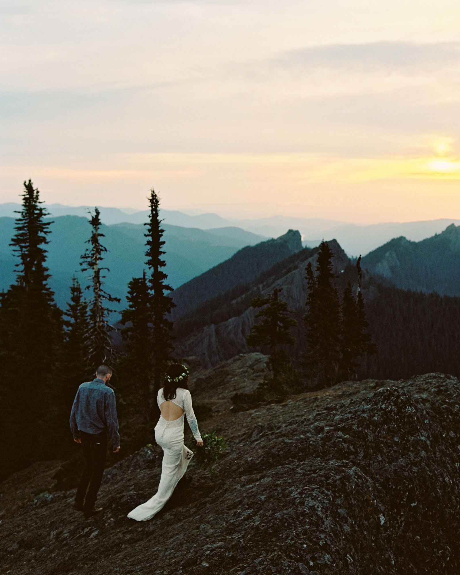 katelynnethan-blog-37 MOUNT RAINIER LOOKOUT ELOPEMENT