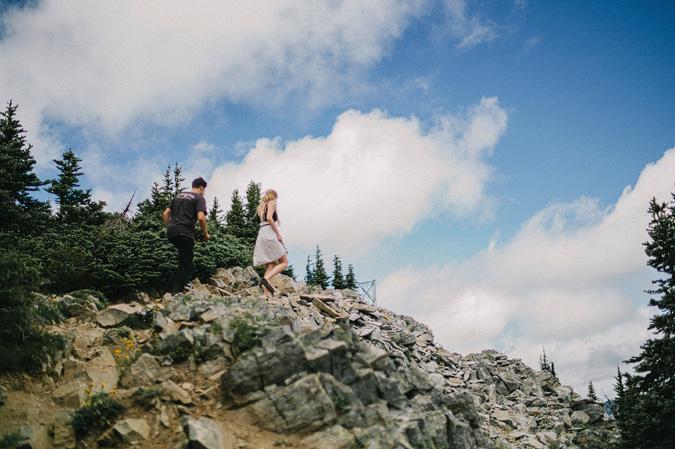 ALEX+ANJE-blog-24 MOUNT RAINIER VIEW MOUNTAINTOP PROPOSAL