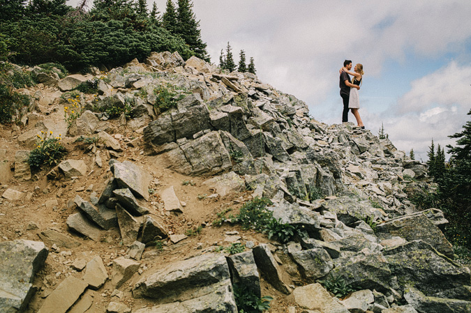ALEX+ANJE-blog-25 MOUNT RAINIER VIEW MOUNTAINTOP PROPOSAL