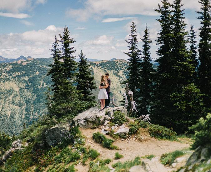 ALEX+ANJE-blog-30 MOUNT RAINIER VIEW MOUNTAINTOP PROPOSAL