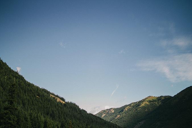 ALEX+ANJE-blog-37 MOUNT RAINIER VIEW MOUNTAINTOP PROPOSAL