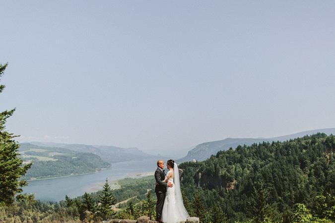 IVY+ALEX-blog-026 BRIDAL VEIL LAKES WEDDING