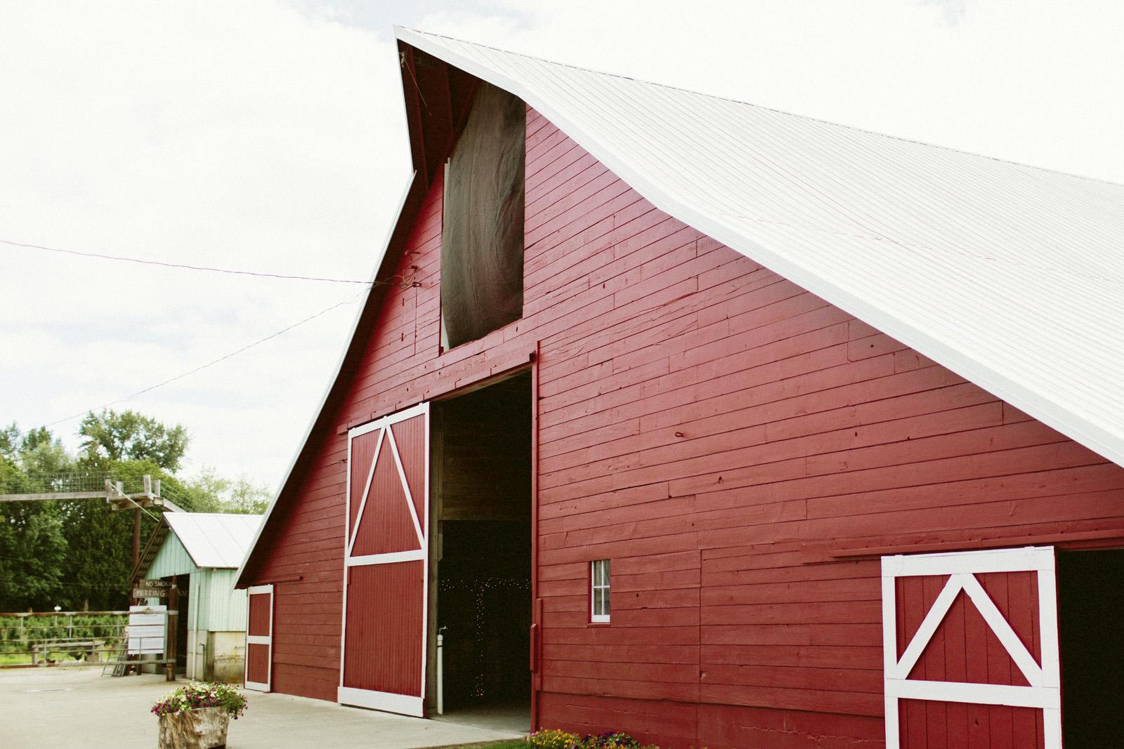 jacobregan-blog-12 SCHILLER FAMILY FARM WEDDING