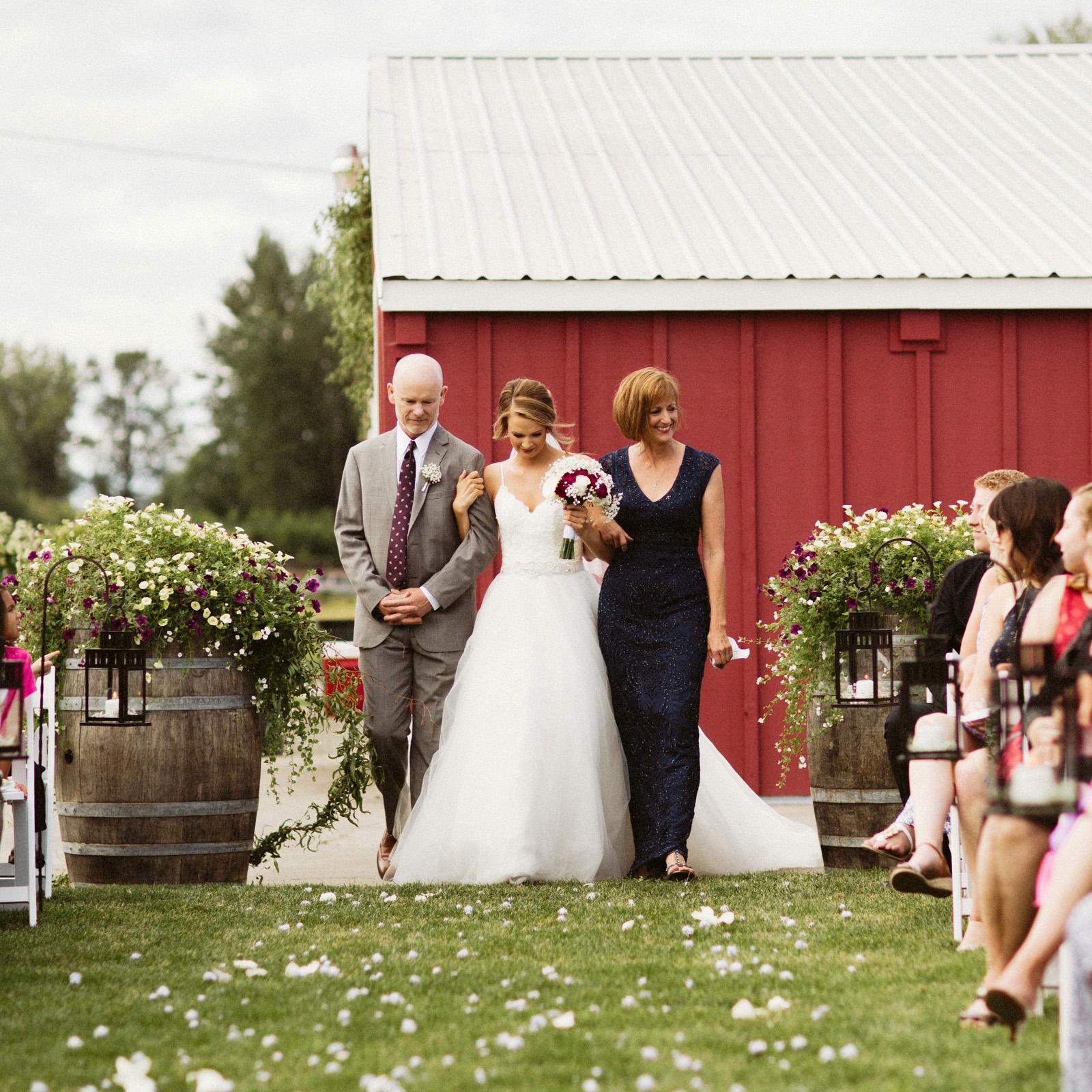 jacobregan-blog-15 SCHILLER FAMILY FARM WEDDING