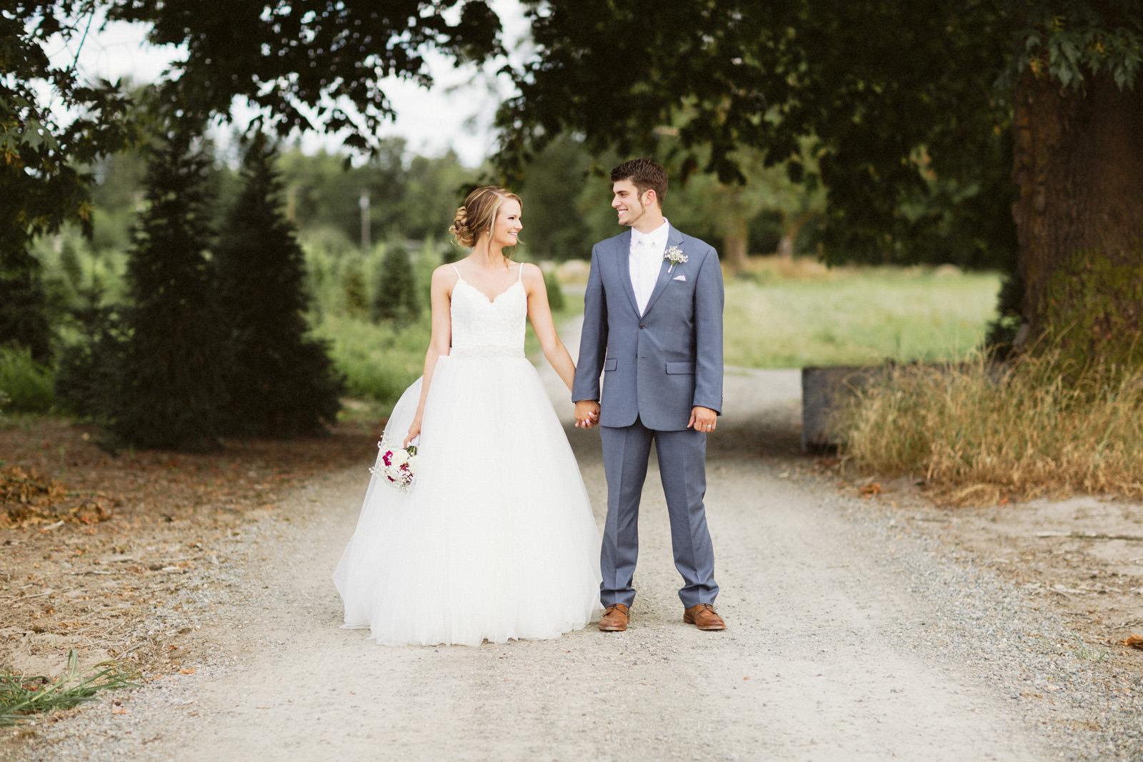 jacobregan-blog-37 SCHILLER FAMILY FARM WEDDING