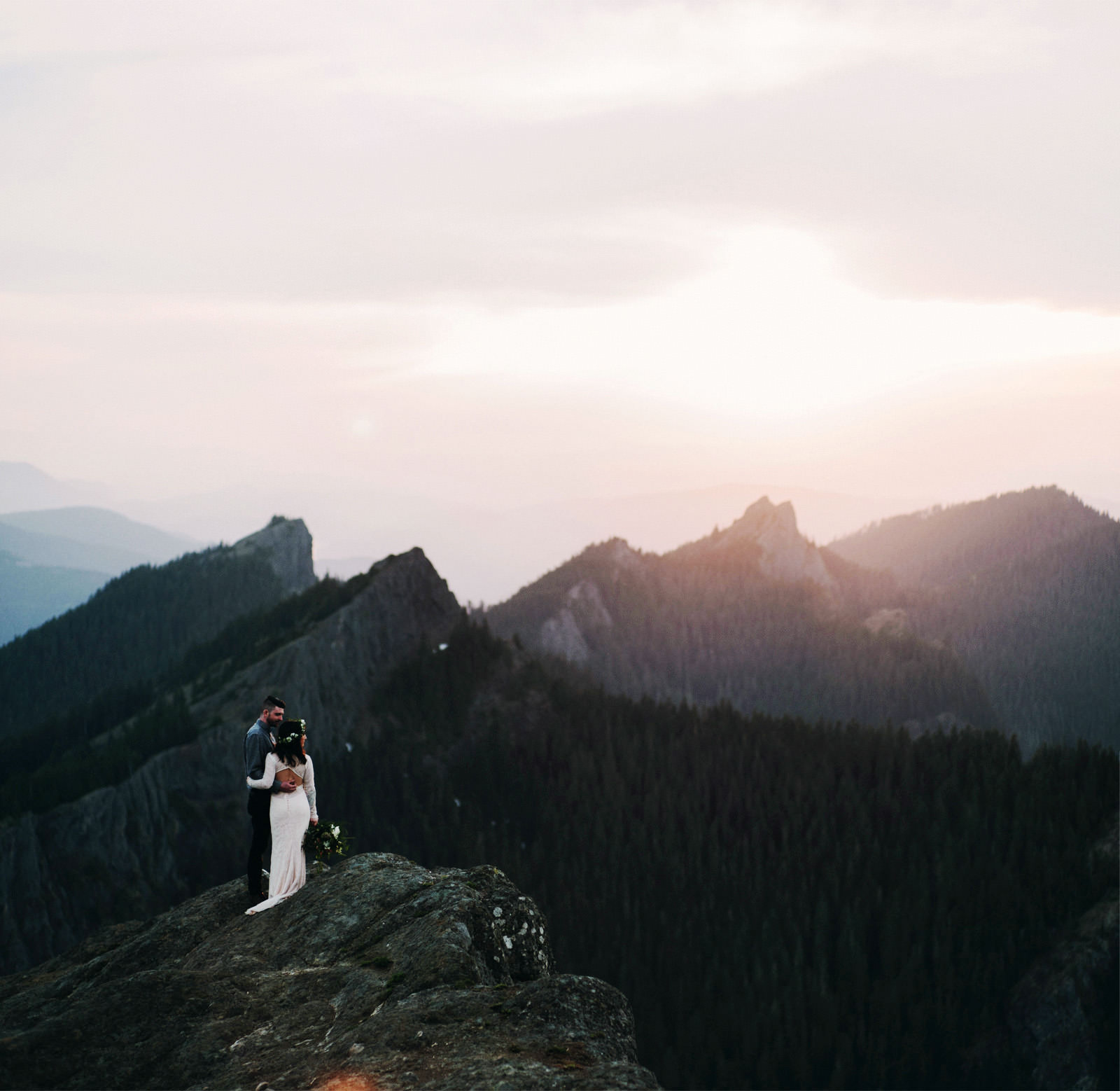 katelynnethan-blog-40 MOUNT RAINIER LOOKOUT ELOPEMENT