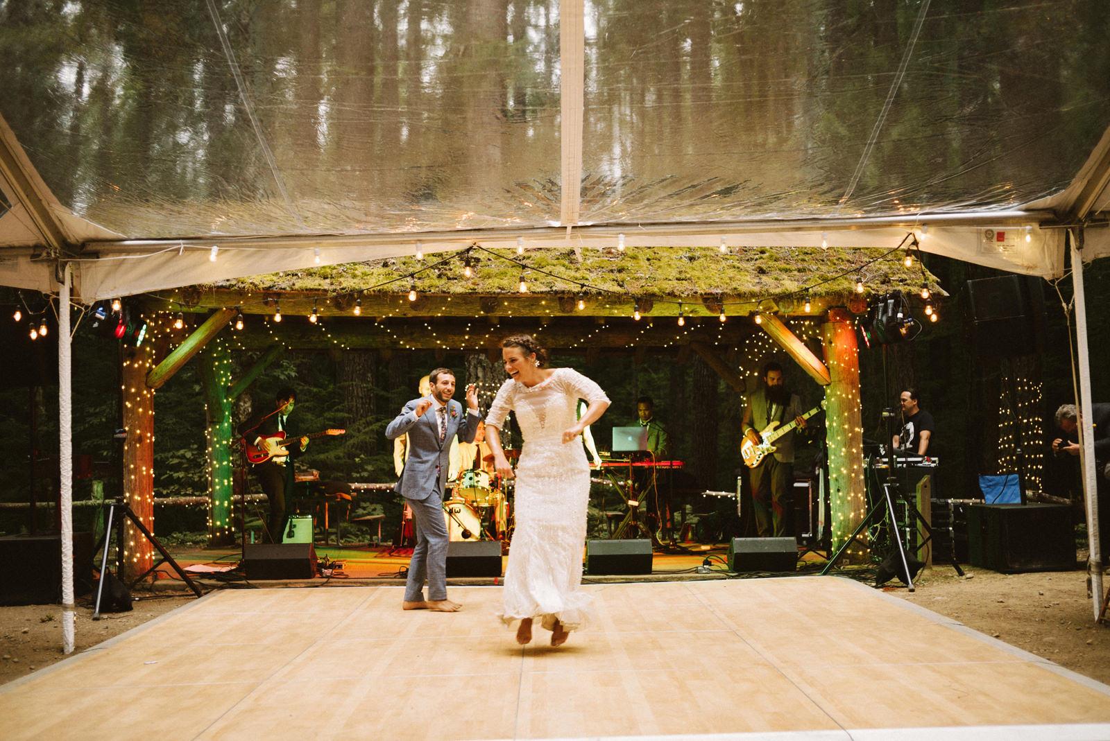 zanny-noah-116 LAKE CUSHMAN WEDDING